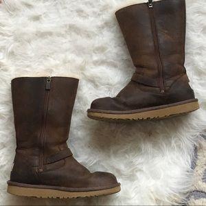 Ugg Kensington boots sz4 big kids